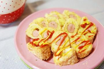 Bánh mì cuộn xúc xích cho bữa sáng đơn giản