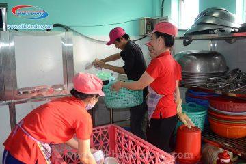 Máy rửa khay suất ăn công nghiệp và những lí do nên mua