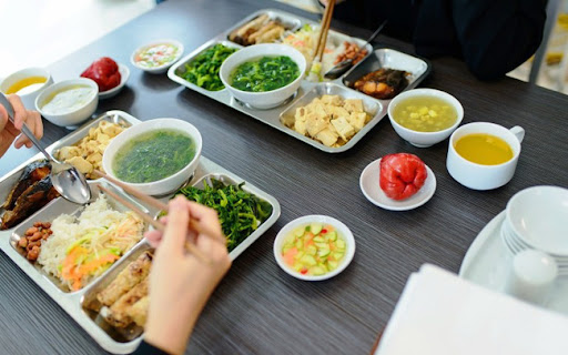 Quán ăn, nhà hàng có quy mô vừa, lượng khách trung bình