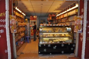 Tủ trưng bày bánh kem thanh lý có những ưu điểm, nhược điểm gì?