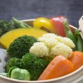 Hấp rau củ quả bằng tủ cơm được không?