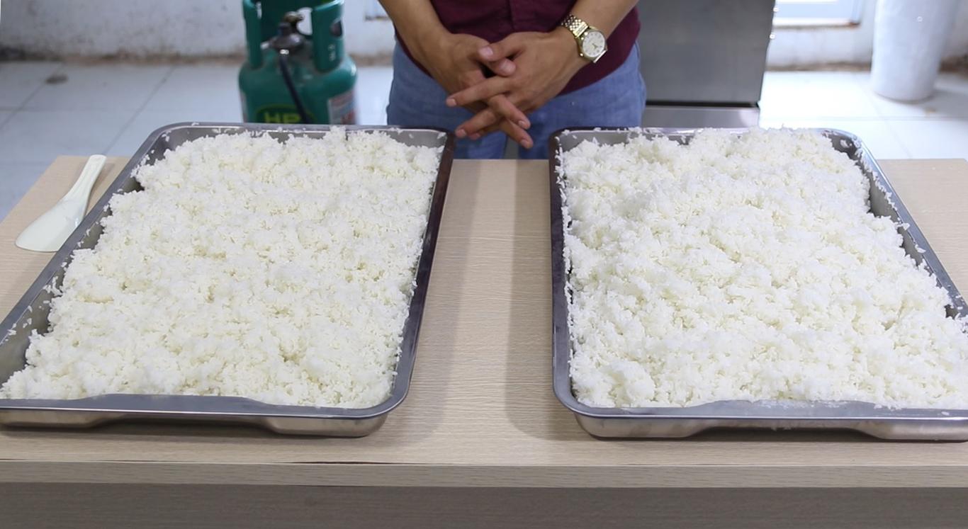 cơm khay nấu bằng tủ cơm inox điện