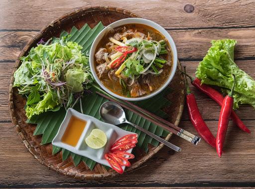 Bún bò Huế - Thức ăn mang hồn Huế