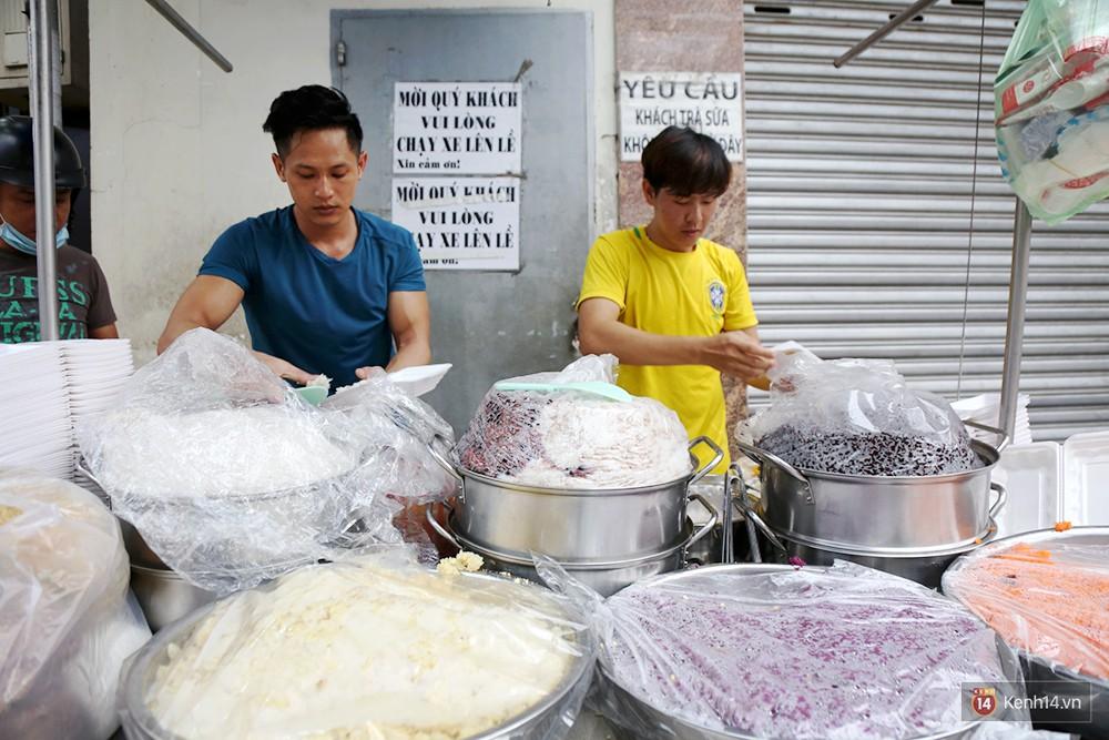 Nấu cơm nếp làm xôi bán quán ăn sáng